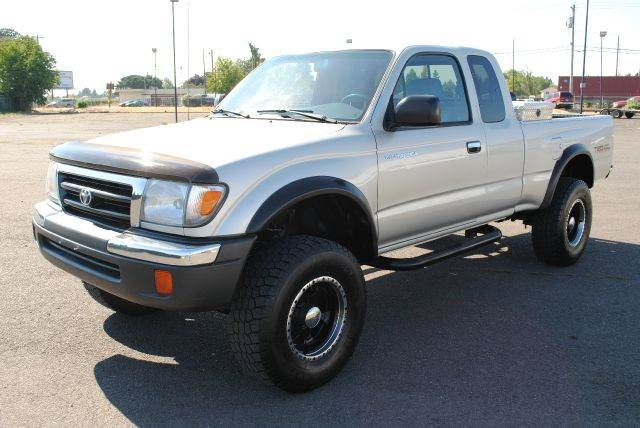 2000 Toyota Tacoma for sale at Xtreme Truck Sales in Woodburn OR