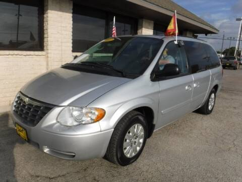 2007 Chrysler Town and Country for sale in Grand Prairie, TX