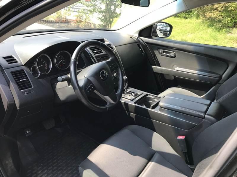 https://cdn04.carsforsale.com/3/581599/12734927/933220921.jpg