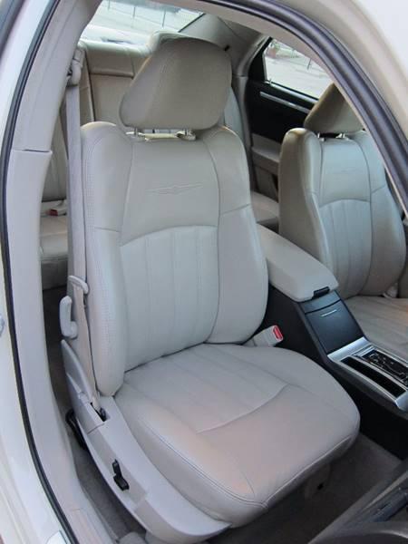 2007 Chrysler 300 for sale at JD MOTORS in Tujunga CA