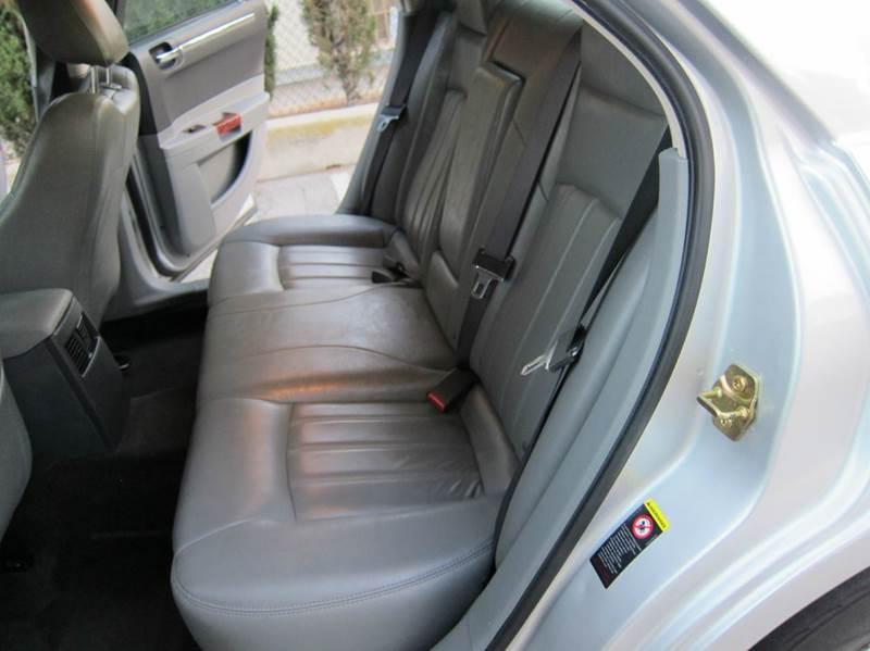 2005 Chrysler 300 for sale at JD MOTORS in Tujunga CA