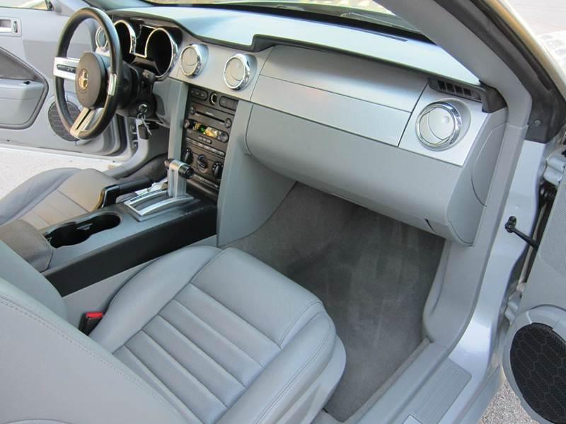 2006 Ford Mustang for sale at JD MOTORS in Tujunga CA