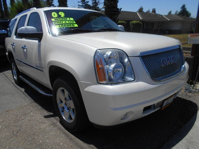 2009 GMC YUKON DENALI AWD 4DR SUV white body side moldings - body-color exhaust tip color - stai