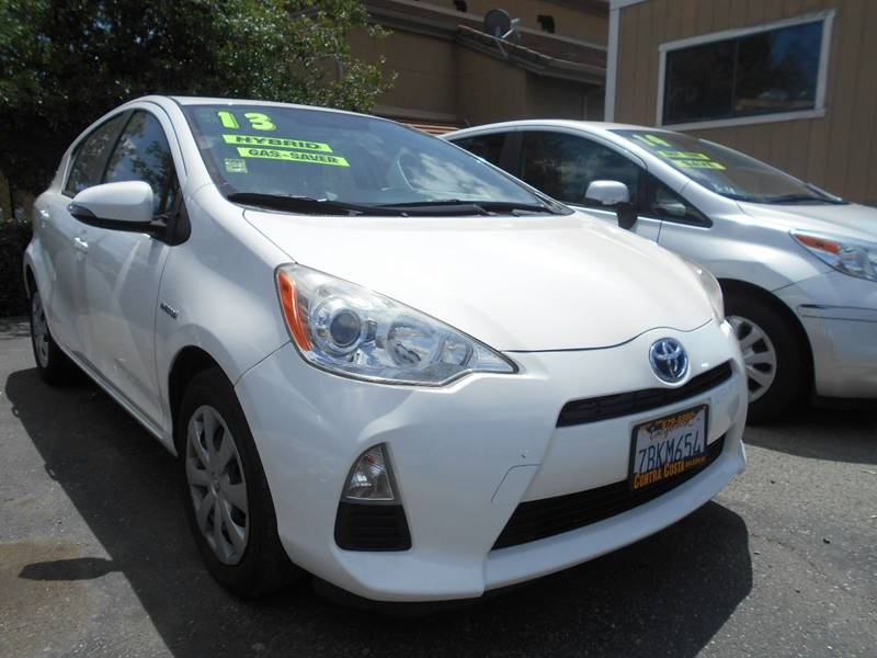 2013 TOYOTA PRIUS C ONE 4DR HATCHBACK white rear spoiler - roofline door handle color - body-col