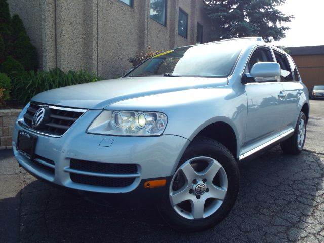 2006 Volkswagen Touareg for sale at SAINT CHARLES MOTORCARS in Saint Charles IL