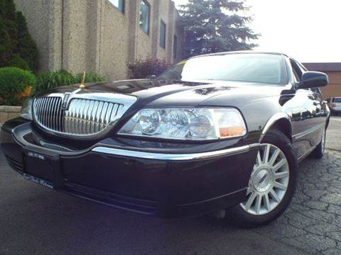 2004 Lincoln Town Car for sale at SAINT CHARLES MOTORCARS in Saint Charles IL