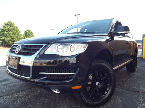 2009 Volkswagen Touareg 2 for sale at SAINT CHARLES MOTORCARS in Saint Charles IL