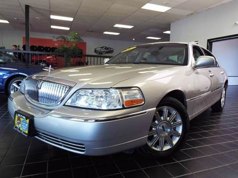 2007 Lincoln Town Car for sale at SAINT CHARLES MOTORCARS in Saint Charles IL