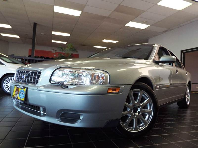 2004 Volvo S80 for sale at SAINT CHARLES MOTORCARS in Saint Charles IL