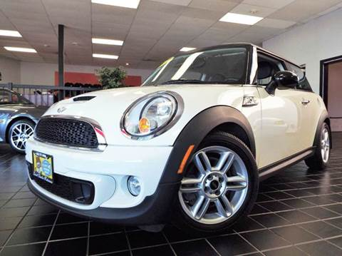2012 MINI Cooper Hardtop for sale at SAINT CHARLES MOTORCARS in Saint Charles IL