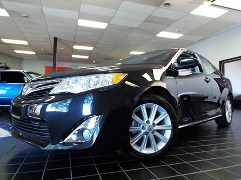 2013 Toyota Camry Hybrid for sale at SAINT CHARLES MOTORCARS in Saint Charles IL