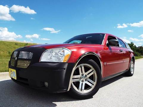 2005 Dodge Magnum for sale at SAINT CHARLES MOTORCARS in Saint Charles IL
