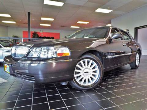 2005 Lincoln Town Car for sale at SAINT CHARLES MOTORCARS in Saint Charles IL