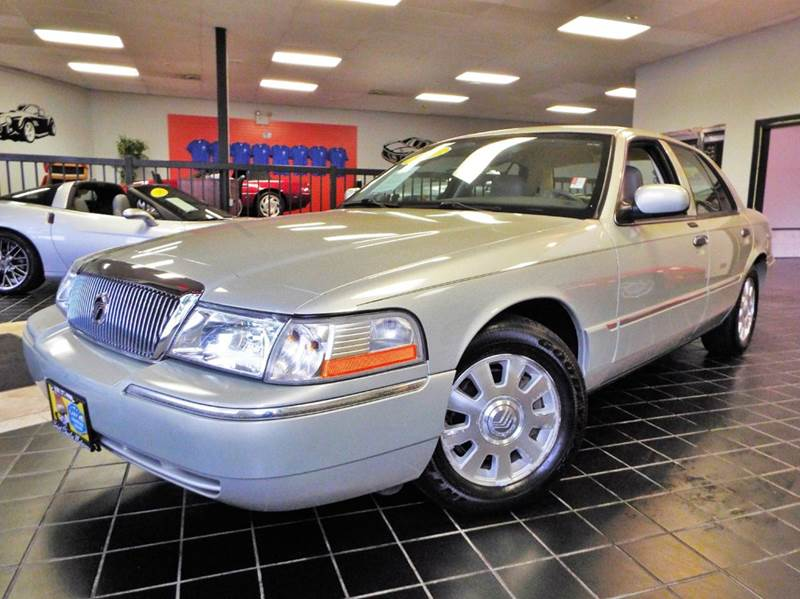 2005 Mercury Grand Marquis for sale at SAINT CHARLES MOTORCARS in Saint Charles IL
