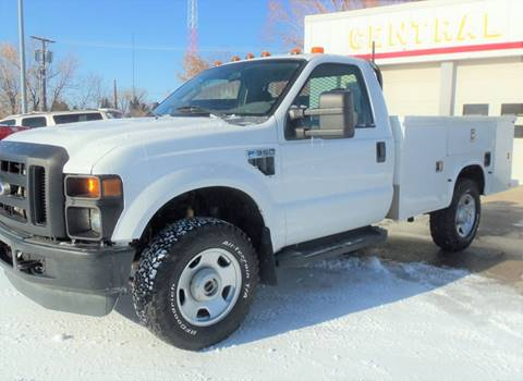 2009 Ford F-350 Super Duty XL for sale at Central City Auto West in Lewistown MT