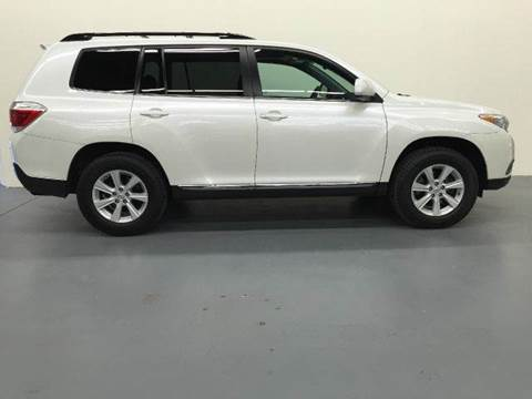 2012 Toyota Highlander for sale at AVAZI AUTO GROUP LLC in Gaithersburg MD