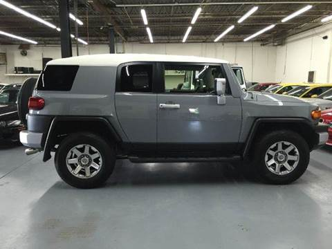 2014 Toyota FJ Cruiser for sale at AVAZI AUTO GROUP LLC in Gaithersburg MD