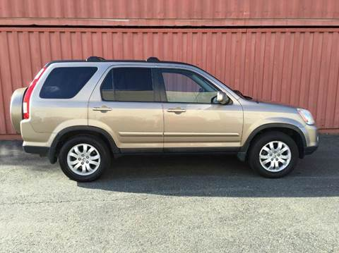 2005 Honda CR-V for sale at AVAZI AUTO GROUP LLC in Gaithersburg MD