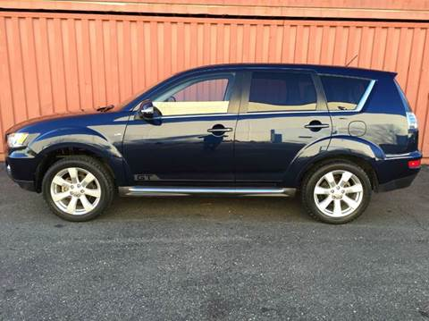 2011 Mitsubishi Outlander for sale at AVAZI AUTO GROUP LLC in Gaithersburg MD