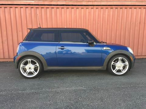 2007 MINI Cooper for sale at AVAZI AUTO GROUP LLC in Gaithersburg MD