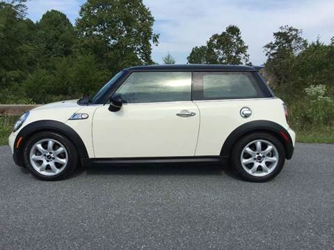 2010 MINI Cooper for sale at AVAZI AUTO GROUP LLC in Gaithersburg MD