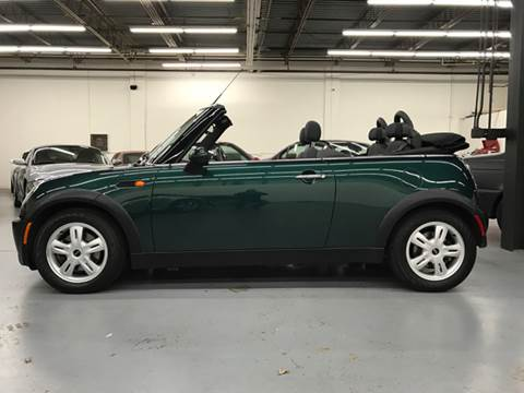 2006 MINI Cooper for sale at AVAZI AUTO GROUP LLC in Gaithersburg MD