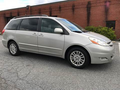 2007 Toyota Sienna for sale at AVAZI AUTO GROUP LLC in Gaithersburg MD