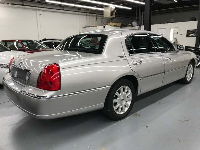 2010 Lincoln Town Car Signature Limited 4dr Sedan In Gaithersburg Md
