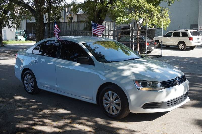 2014 VOLKSWAGEN JETTA S 4DR SEDAN 6A white  call 888-218-8442 for sales  this 2014 volkswag