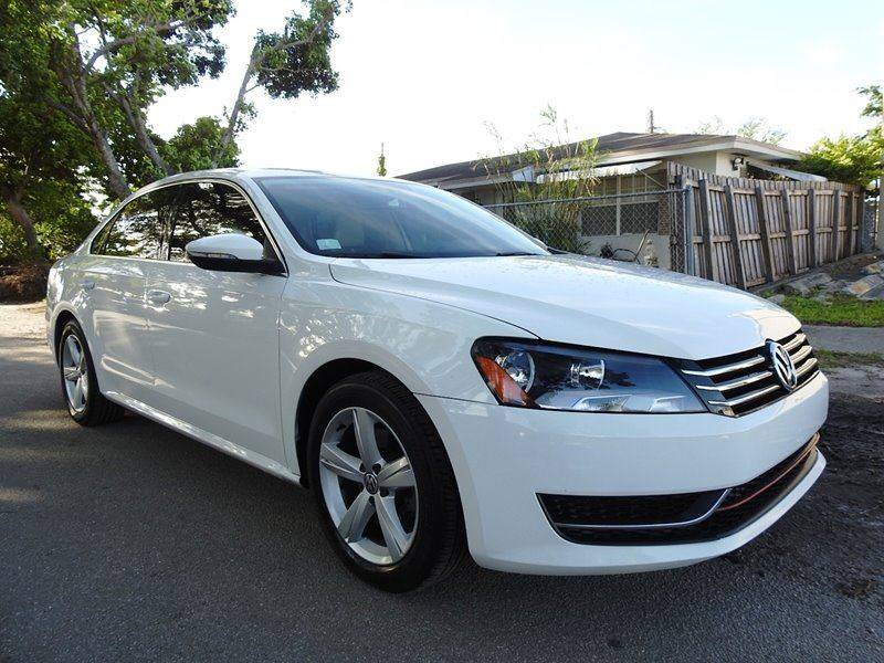 2012 VOLKSWAGEN PASSAT SE PZEV 4DR SEDAN 6A W SUNROOF white  call 888-218-8442 for sales  t