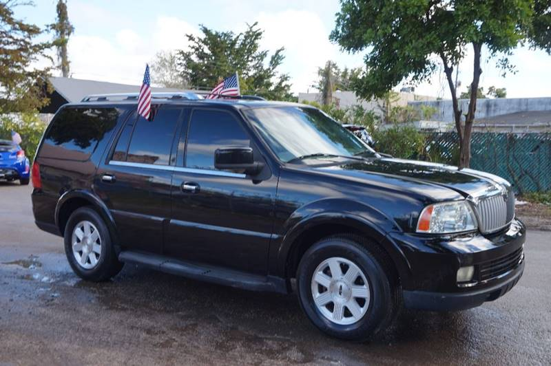 2005 LINCOLN NAVIGATOR LUXURY 4WD 4DR SUV black  call 888-218-8442 for sales  this 2005 lin
