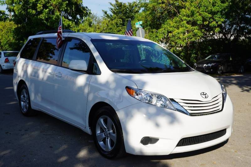 2016 TOYOTA SIENNA LE 8 PASSENGER 4DR MINI VAN white  call 888-218-8442 for sales  this 201
