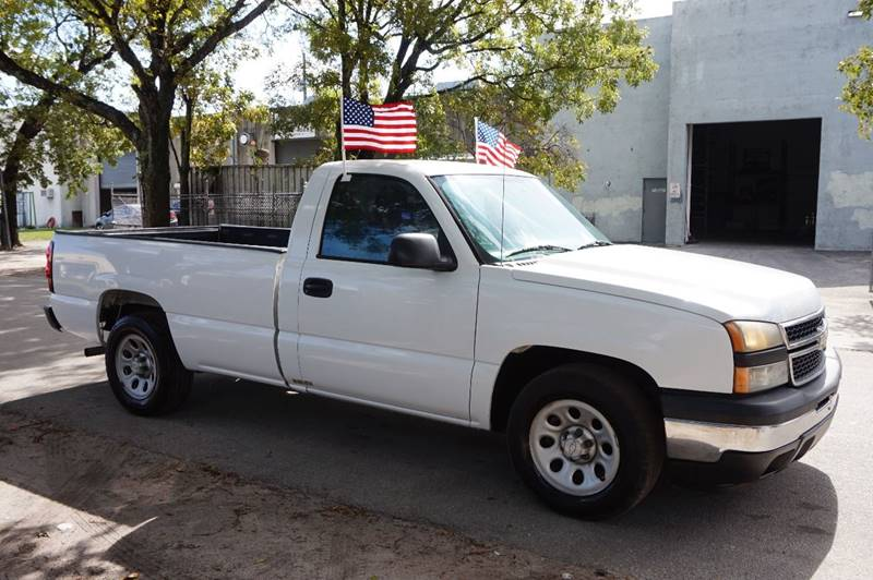 2007 CHEVROLET SILVERADO 1500 CLASSIC LS 2DR REGULAR CAB 8 FT LB white  call 888-218-8442 for