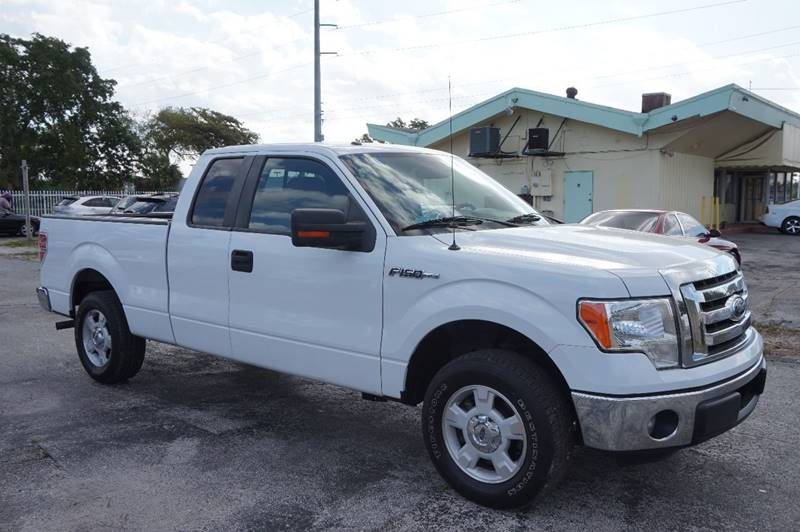 2012 FORD F-150 XLT 4X2 4DR SUPERCAB STYLESIDE 6 white  call 888-218-8442 for sales    this