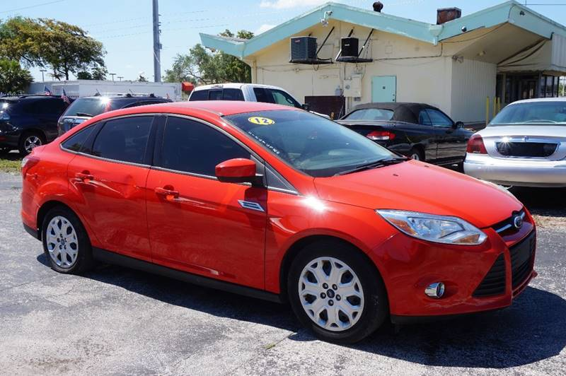 2012 FORD FOCUS SE 4DR SEDAN red  call 888-218-8442 for sales   vehicle price includes warr