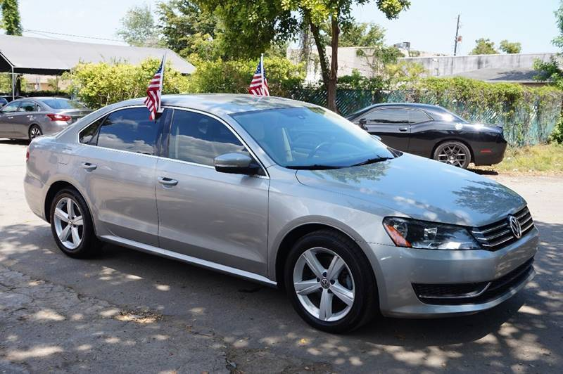 2013 VOLKSWAGEN PASSAT SE PZEV 4DR SEDAN 6A silver  call 888-218-8442 for sales  this 2013