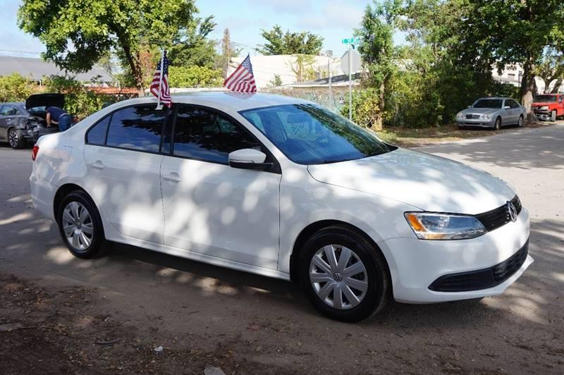 2012 VOLKSWAGEN JETTA SE 4DR SEDAN 6A white  call 888-218-8442 for sales   vehicle price in