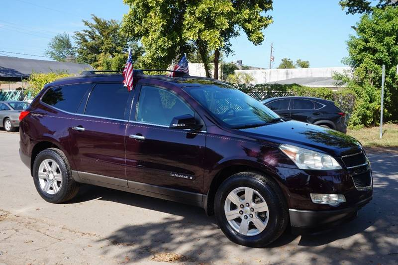 2009 CHEVROLET TRAVERSE LT 4DR SUV W1LT maroon  call 888-218-8442 for sales   vehicle pric