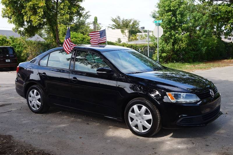 2012 VOLKSWAGEN JETTA SE PZEV 4DR SEDAN 6A black  call 888-218-8442 for sales   this 2012 v