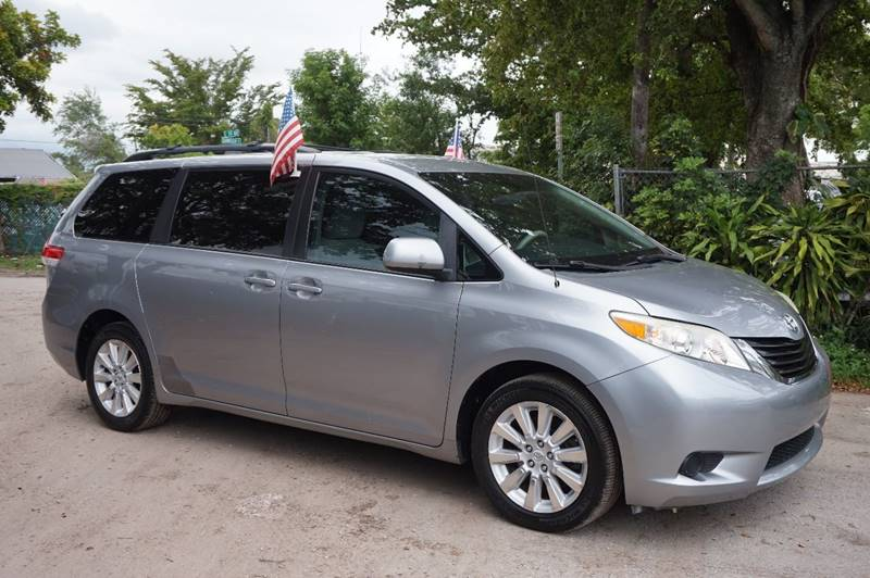 2011 TOYOTA SIENNA LE 7 PASSENGER AWD 4DR MINI VAN gray  call 888-218-8442 for sales   this