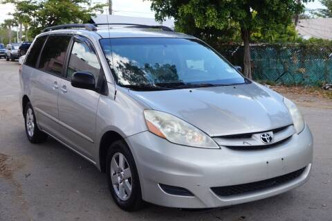 2007 Toyota Sienna for sale at SUPER DEAL MOTORS in Hollywood FL