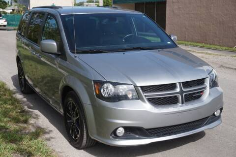 2018 Dodge Grand Caravan for sale at SUPER DEAL MOTORS in Hollywood FL
