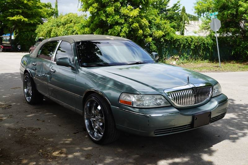 2004 LINCOLN TOWN CAR SIGNATURE 4DR SEDAN turquoise  call 866-378-7964 for sales  this 2004