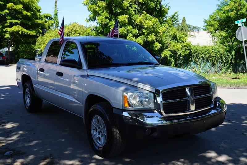 2005 DODGE DAKOTA SLT 4DR QUAD CAB 4WD SB silver  call 866-378-7964 for sales  this 2005 do