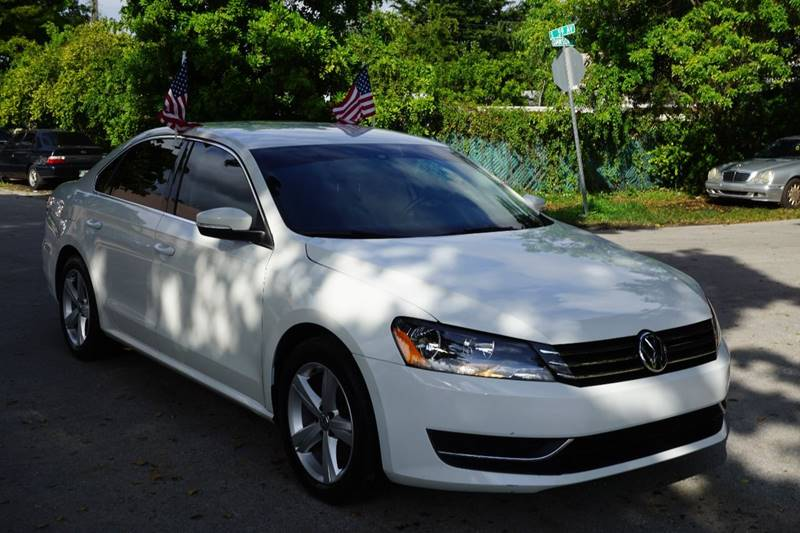 2013 VOLKSWAGEN PASSAT SE PZEV 4DR SEDAN 6A white  call 866-378-7964 for sales  this 2013 v