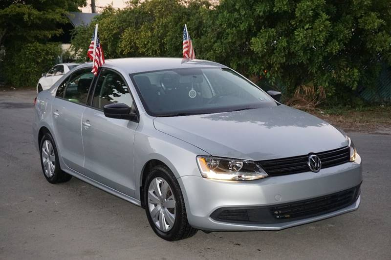 2013 VOLKSWAGEN JETTA BASE 4DR SEDAN 6A silver  call 866-378-7964 for sales  this 2013 volk