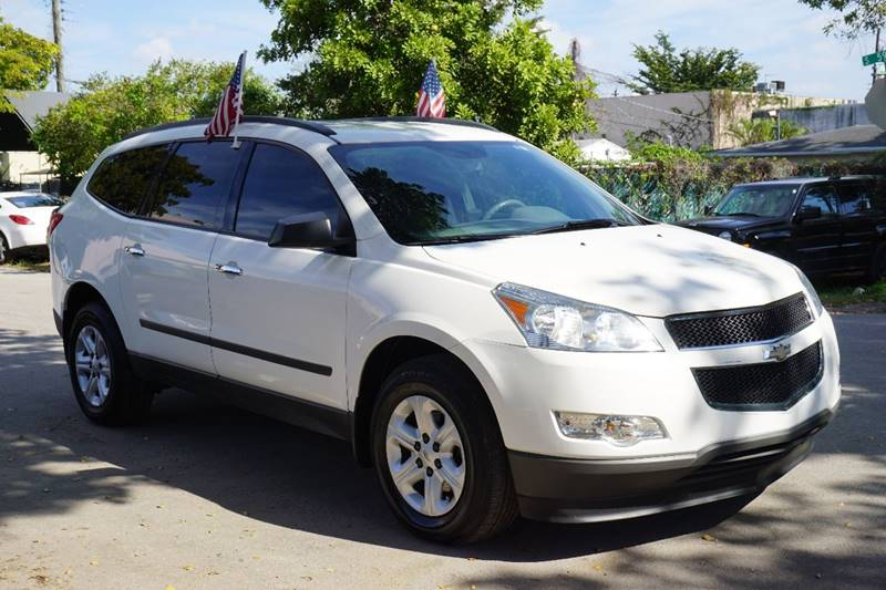 2012 CHEVROLET TRAVERSE LS 4DR SUV white  call 866-378-7964 for sales  this 2012 chevrolet