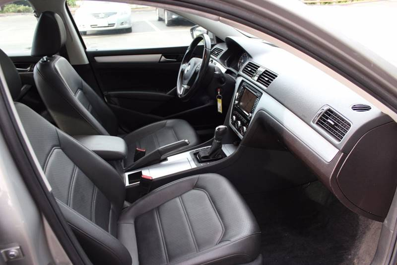2012 Volkswagen Passat SE PZEV 4dr Sedan 6A w/ Sunroof and Navigation - Walpole MA