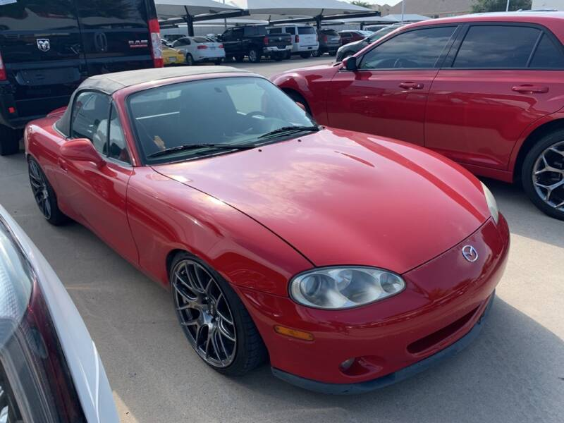 2002 Mazda MX-5 Miata for sale at Excellence Auto Direct in Euless TX