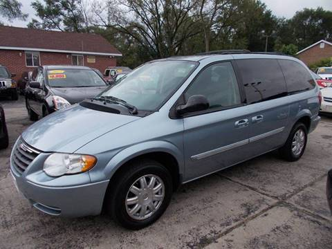 2005 Chrysler Town and Country for sale in Saint John, IN